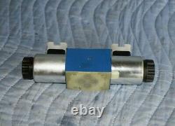 Hydraulic directional control valve, Rexroth 4WE6J, New, D03, 24 VDC, Parker