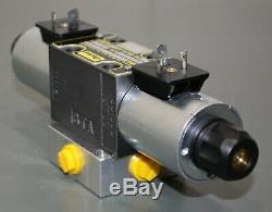Parker Hydraulic Directional Solenoid Valve D1VW001CNKW, 12VDC, 4-Way/3-Position